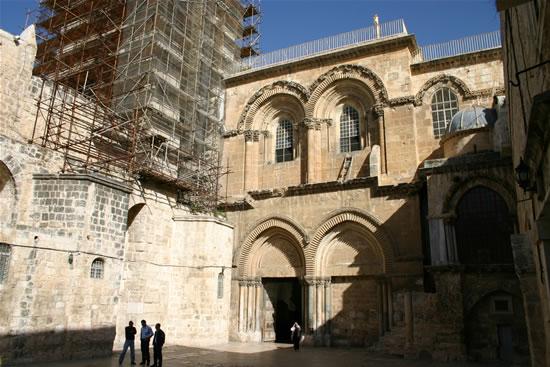 Rilevamenti antisismici alla basilica del Santo Sepolcro