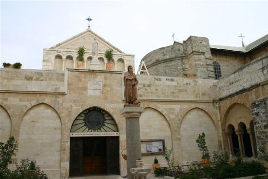 Facciata della chiesa di Santa Caterina, a Betlemme (le foto sono di S. Lee)