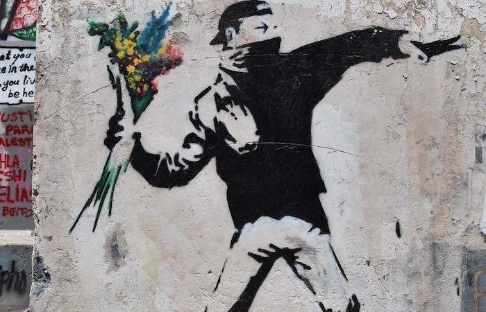 Le metafore di Banksy in mostra a Milano
