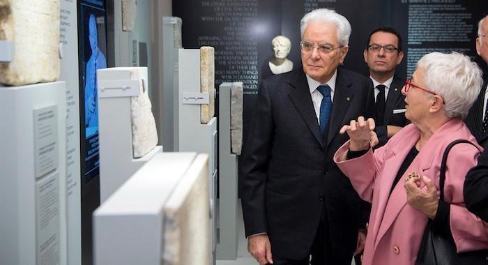Il presidente Mattarella al Meis con la storica Anna Foa. (foto: Quirinale)