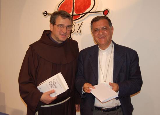 Monsignor Fouad Twal con fra Roberto Ferrari, ministro provinciale dei Frati minori.