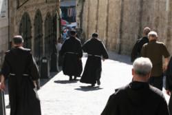 Nella Città Santa sputano in faccia ai frati