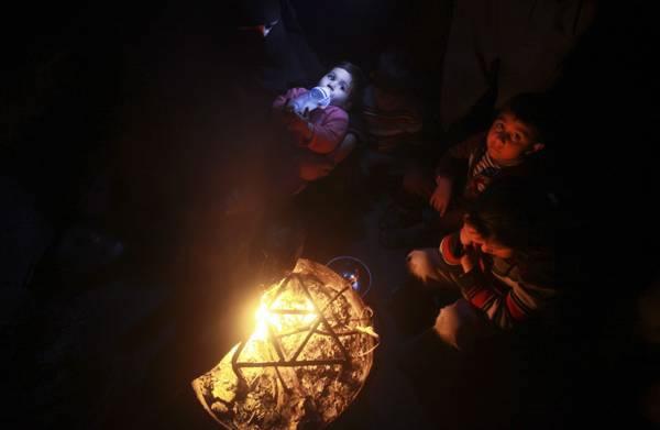 Gaza, una Striscia al freddo e al buio