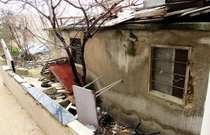 Il desolante esterno di un'abitazione.