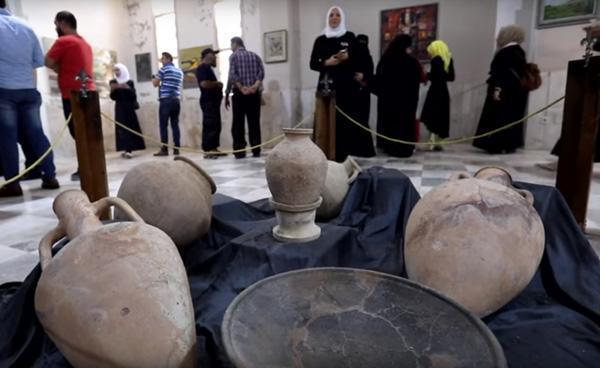 Alcuni degli oggetti esposti nel museo archeologico di Idlib. (immagine Afp/EuroNews)