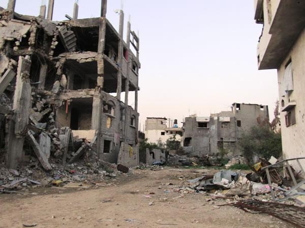Devastazioni nel quartiere di Shajaiya, a Gaza City, in uno scatto del gennaio 2015. (Le foto sono di C. Cruciati)