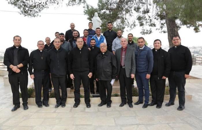 Con i seminaristi del Patriarcato latino in visita a Beit Jala (foto Pmp)