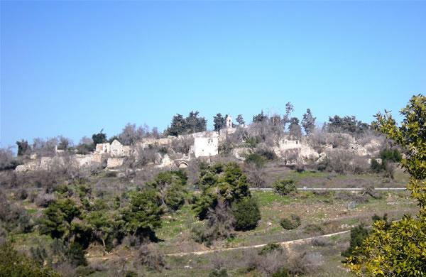 Ciò che resta del villaggio palestinese di Kufr Bi'rim, in Alta Galilea, Israele. (galleria fotografica 1/3)