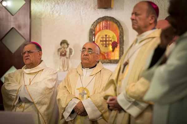 Al centro della foto l'arcivescovo Maroun Lahham. (foto Marcin Mazur/Catholic Church England and Wales)