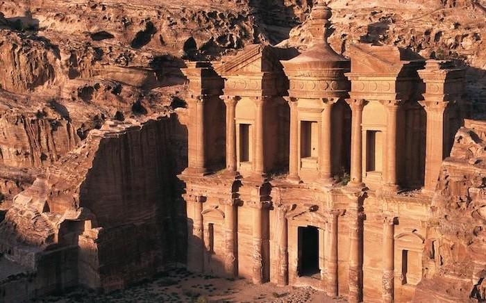 Uno dei magnifici monumenti di Petra. (© foto JTB)
