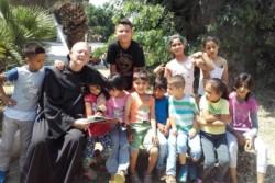 Bambini e rifugiati, la voce di fra Luke dall'Egeo