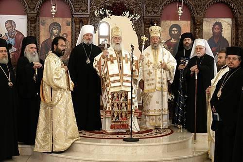 Un momento della divina liturgia ortodossa che domenica 16 ottobre ha preceduto l'inizio del meeting promosso da Sant'Egidio a Nicosia. Presiede l'arcivescovo di Cipro, Chrysostomos II.  (foto: Sant'Egidio)