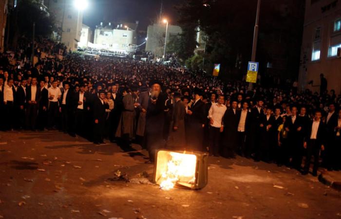 A Gerusalemme ultraortodossi e polizia ai ferri corti sulla leva obbligatoria