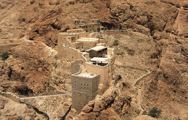 Il monastero di Mar Musa in Siria, quasi mimetizzato tra le rocce... (1/2)