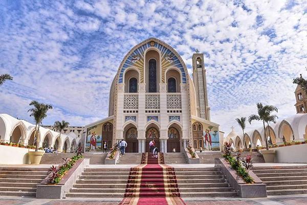 Riaperta dopo i restauri la cattedrale copta al Cairo