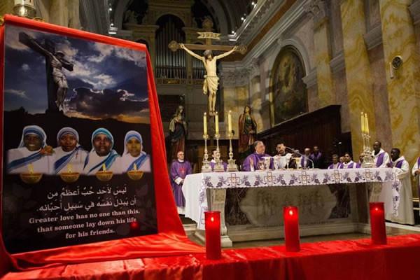Un momento della Messa celebrata a Gerusalemme in suffragio per le suore e le altre vittime uccise ad Aden. (clicca sulla foto per la galleria)