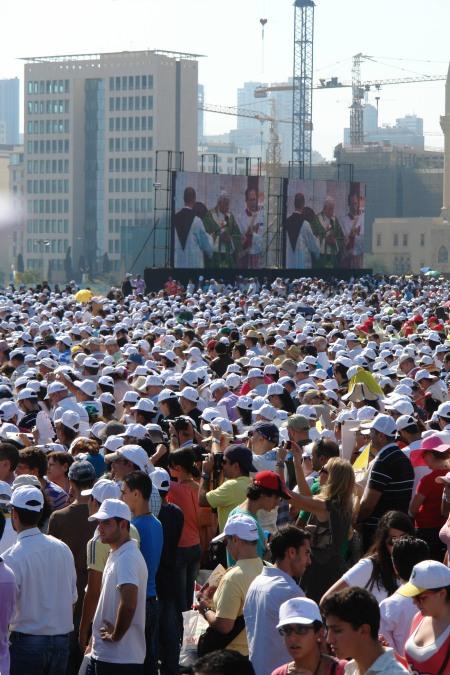 Il Papa a Beirut: I cristiani servano tutti nel costruire la pace