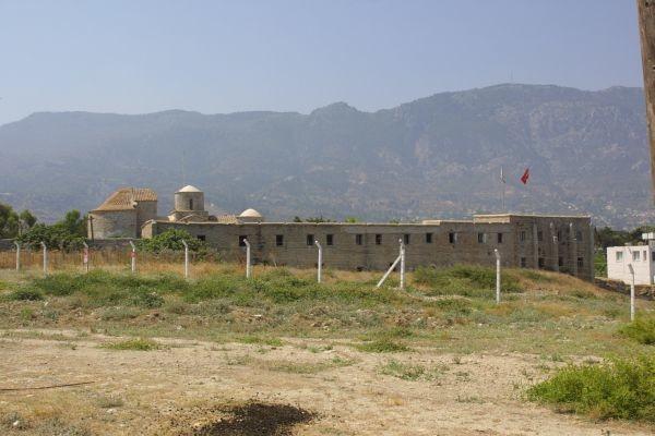 Monastero di Acheiropoietos a Karabas utilizzato come base militare; è del periodo paleocristiano.