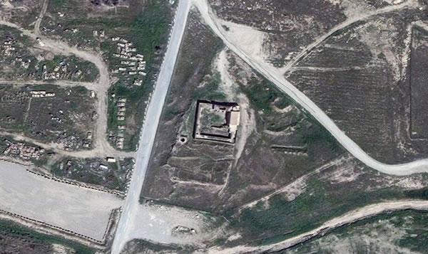 Al centro della foto scattata da un satellite, il monastero di Sant'Elia, presso Mosul in Iraq, prima della distruzione. (clicca sulla foto per ingrandire)