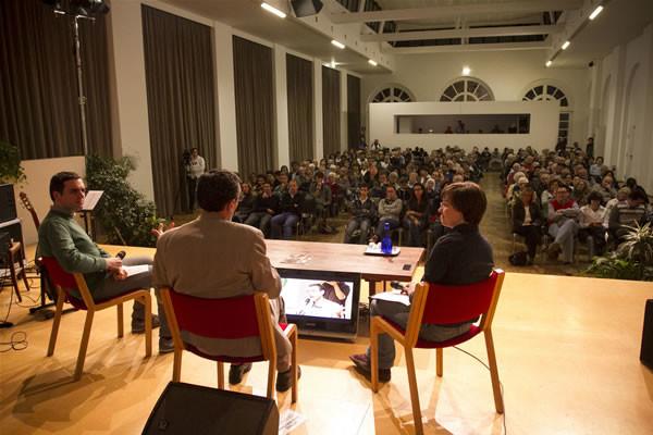 L'attento pubblico in sala all'Arsenale della pace.