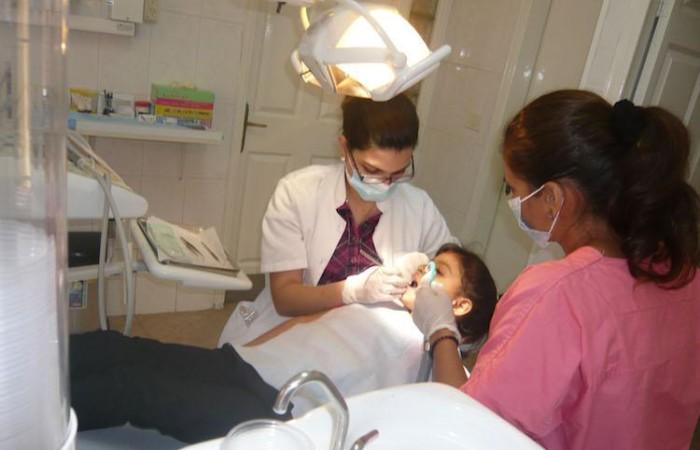 La Missione Pontificia ha fornito le apparecchiature per le cure odontoiatriche alla Crèche di Betlemme (foto Pmp)