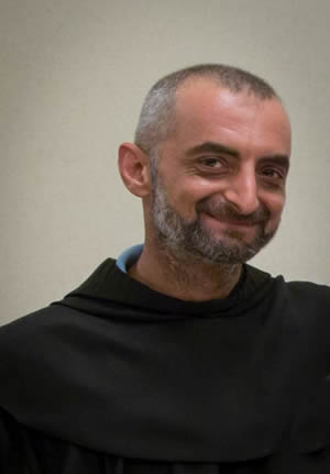 Padre Dhiya Azziz è di nuovo libero