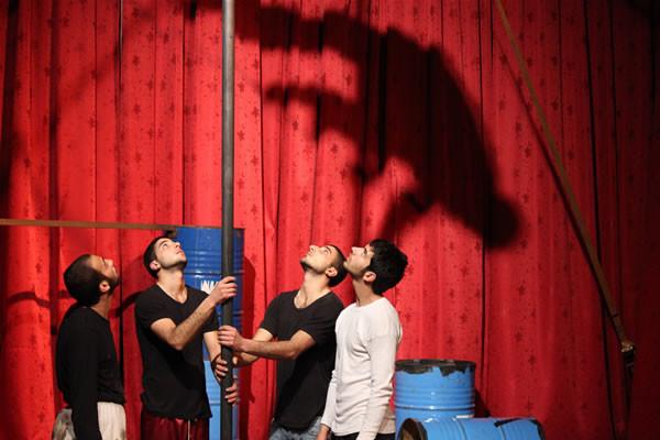 Un momento dello spettacolo <i>Kol Saber!</i>, messo in scena dai giovani della Scuola palestinese di circo. (foto E. Mancini) [fotogallery 1/4]