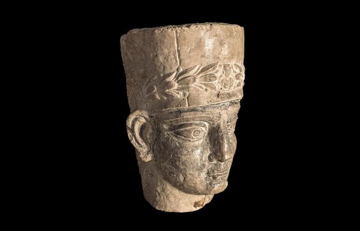 Testa di sacerdote da sarcofago palmireno, seconda metà II-inizi III secolo d.C., Terra Sancta Museum. (foto Gianluca Baronchelli)