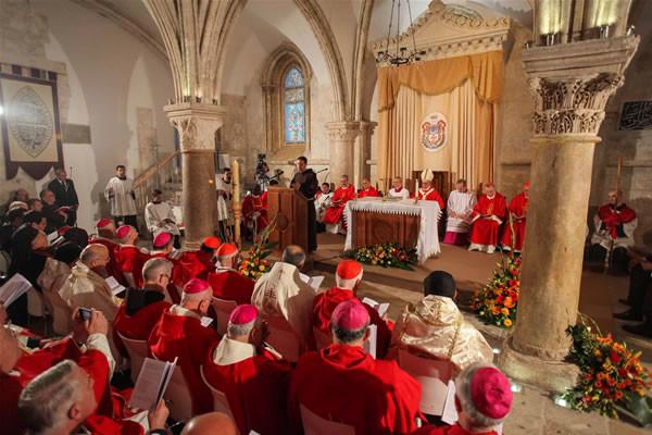 Papa Francesco: Al Cenacolo la sorgente della Chiesa missionaria