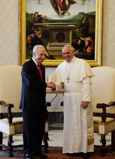 L'incontro in Vaticano tra Papa Francesco e il presidente israeliano Shimon Peres