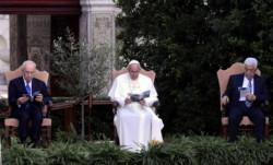 Il Papa scrive ai cristiani di Gaza e telefona a Shimon Peres e Abu Mazen