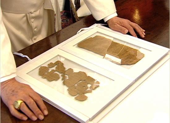 Il Vangelo più antico del mondo nelle mani del Papa