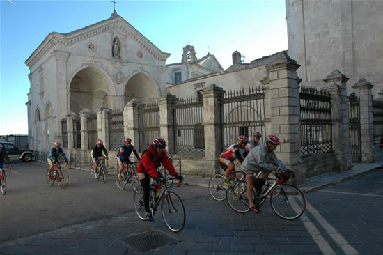 I pellegrini ciclisti di <i>Overland</i> salpano per la Turchia