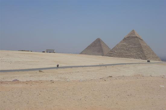 L'Egitto, terra di deserto e piramidi. (le foto sono di L. Colombo)