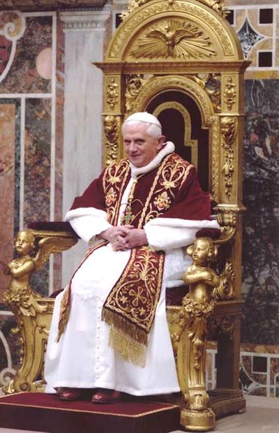 Il Papa agli ambasciatori: Tutelare la dimensione religiosa dell'Uomo