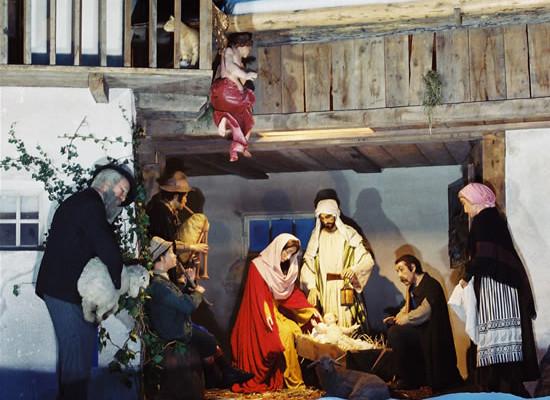 A piazza San Pietro il presepe è targato Trento
