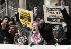 Turchia, l'inganno del velo