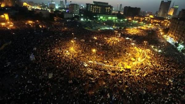 Al Cairo si riaccende piazza Tahrir