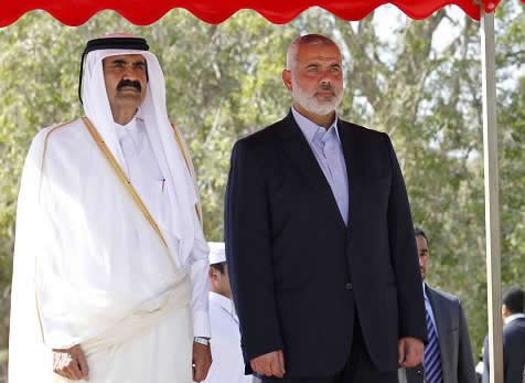 La visita dell'emiro del Qatar nella Striscia di Gaza tra interrogativi e contrasti