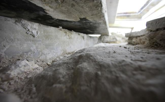 La roccia del letto funebre del Signore risorto.