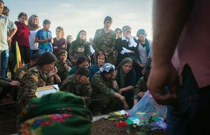 Funerale di venti combattenti curdi uccisi il 25 aprile scorso a Qaraqosh. (foto Linda Dorigo)