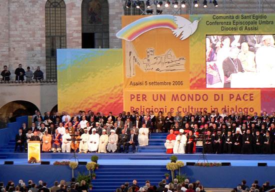 Cerimonia conclusiva dell'incontro interreligioso promosso a inizio settembre ad Assisi da Sant'Egidio, la comunità fondata da Andrea Riccardi. (foto C. Henzler)