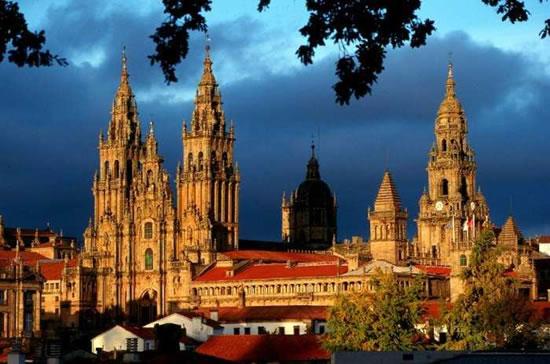 La maestosa cattedrale di Santiago de Compostela, in Galizia (Spagna settentrionale).
