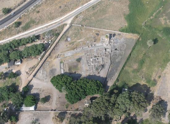 Veduta aerea degli scavi archeologici di Migdal, in Galilea (Israele)