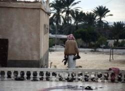 Sinai, strage della moschea: i cristiani si stringono alle vittime