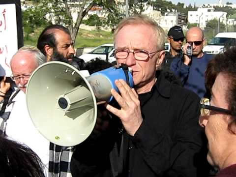 A Gerusalemme israeliani in piazza per la casa degli arabi