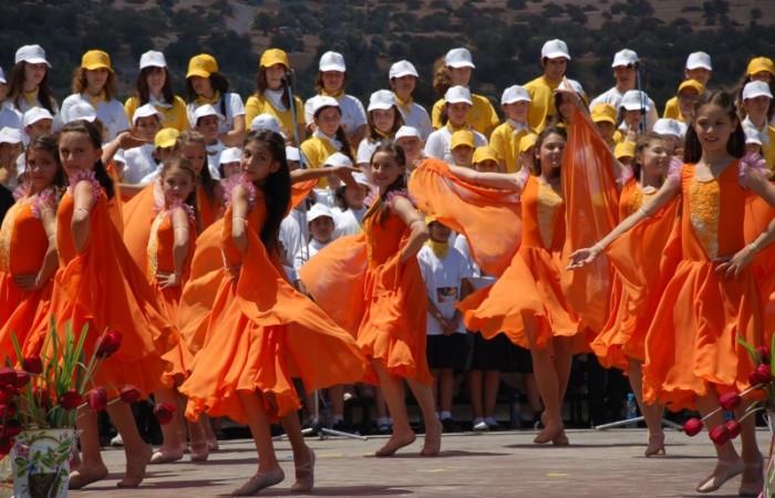 Un altro momento del festoso incontro alla scuola di San Marone.