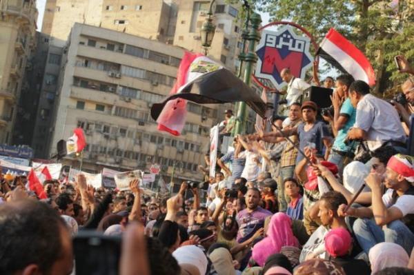 Egitto, i militari rinviano le elezioni e cambiano il governo