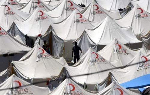 Siria, profughi oltre i confini