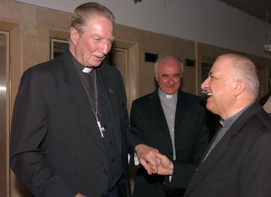 I cardinali Martini e Tettamanzi (a destra) durante un incontro in Terra Santa nel 2004. Al centro mons. Vincenzo Paglia, vescovo di Terni-Narni-Amelia.
